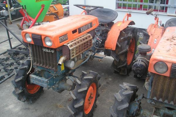 Tractor Kubota B7000 - Click to view the picture detail.